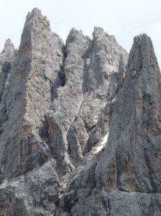 ヴァッレス峠からセガンティーニ小屋へ。_f0161652_02315511.jpg