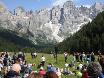 ヴァッレス峠からセガンティーニ小屋へ。_f0161652_03021201.jpg