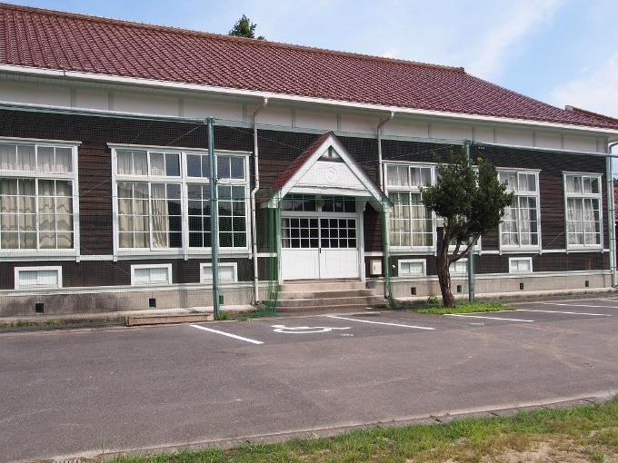 旧波積小学校講堂_f0116479_22175742.jpg
