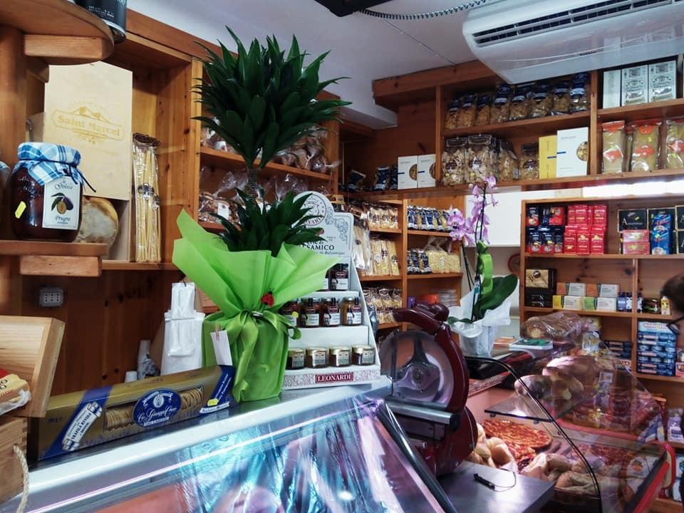 わが町の食材屋さんがリニューアルオープン!_b0305039_18041545.jpg