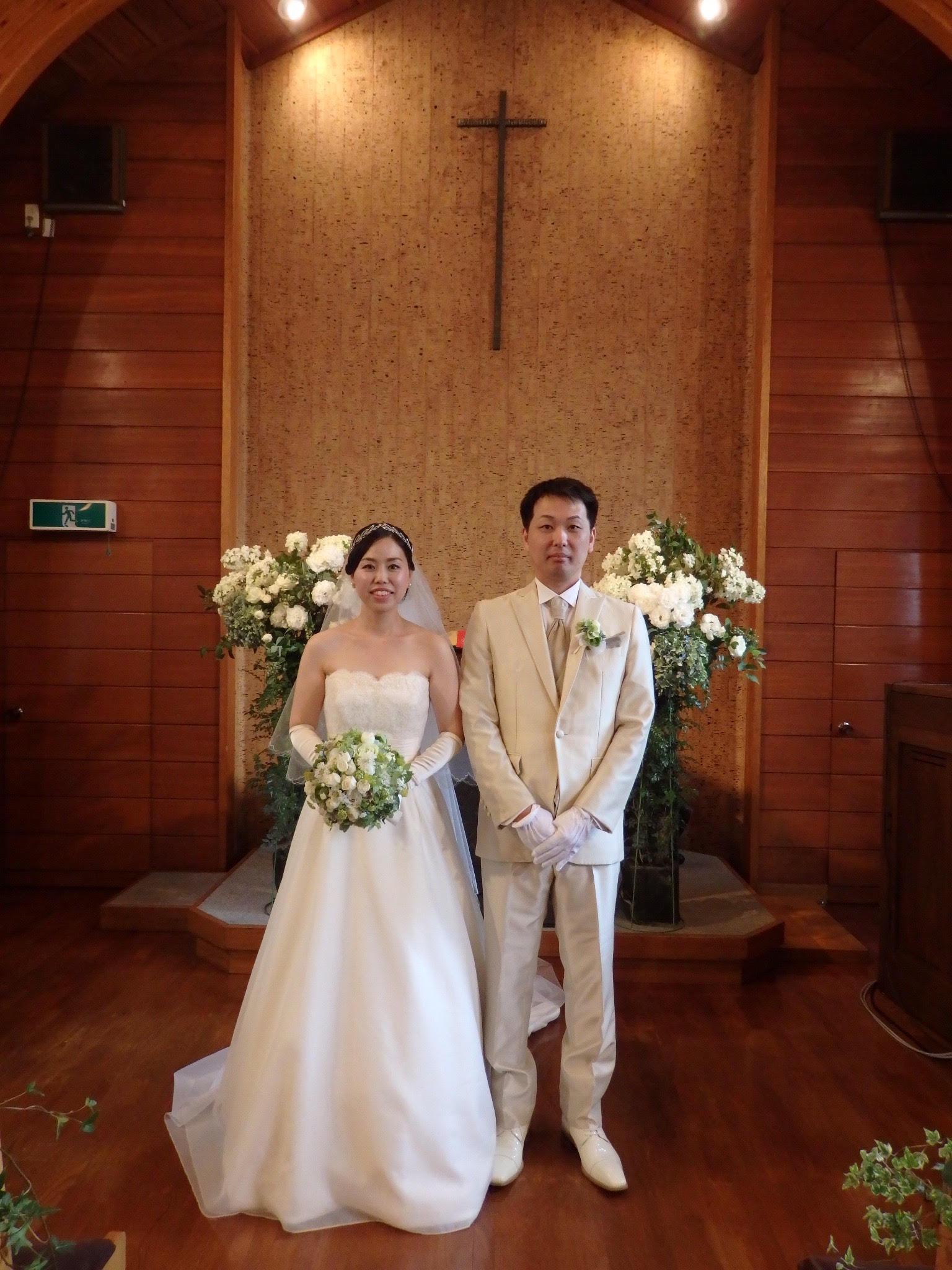 卒花嫁様アルバム 鎌倉泉水教会さまへ、挙式装花   いつも見ていた礼拝堂に_a0042928_23143636.jpg