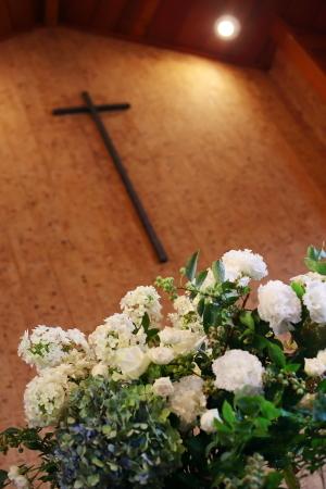 卒花嫁様アルバム 鎌倉泉水教会さまへ、挙式装花   いつも見ていた礼拝堂に_a0042928_23261324.jpg