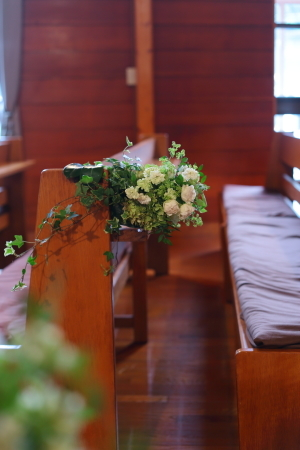 卒花嫁様アルバム 鎌倉泉水教会さまへ、挙式装花   いつも見ていた礼拝堂に_a0042928_23261820.jpg