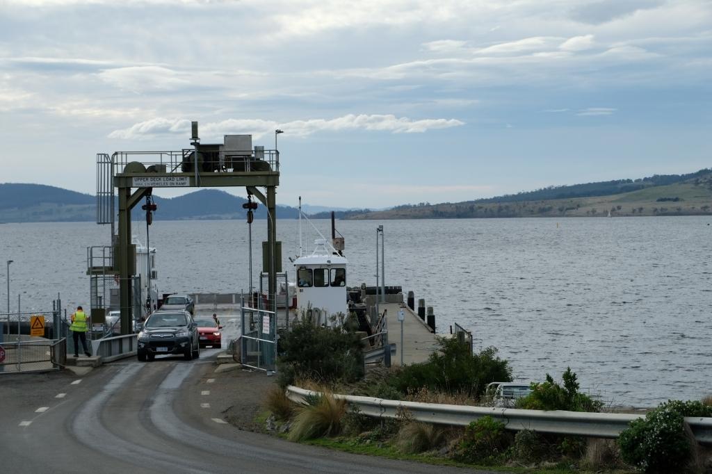 キャンプの朝 Bluny Island  Tasmania  6月28日_f0050534_23362275.jpg
