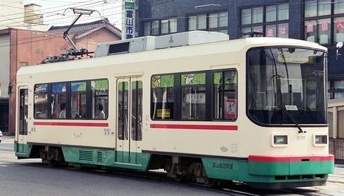 富山地方鉄道富山軌道線 デ8000形_e0030537_18055477.jpg