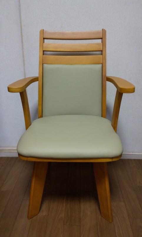 肘付き回転椅子_e0415982_00492809.jpg