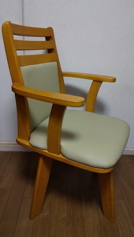 肘付き回転椅子_e0415982_00494500.jpg