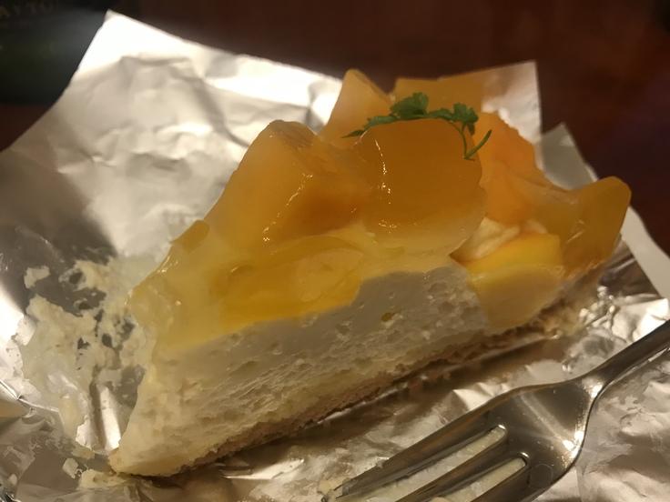 オットが買ってくれたケーキ ♪_c0212604_1753491.jpg