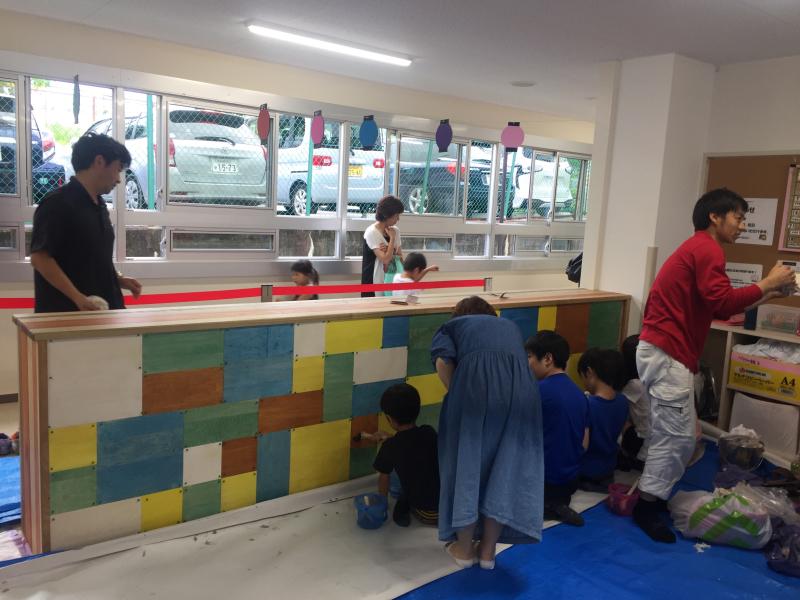 木育ワークショップ2日目。 今回のメイン作業は塗装です。 _c0074553_05223386.jpg