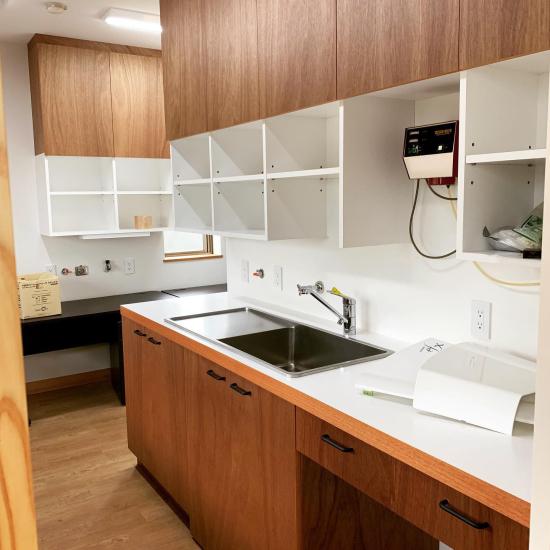 鳴門の歯医者さん ラワンベニアの家具、建具の現場。_f0053665_13310510.jpg