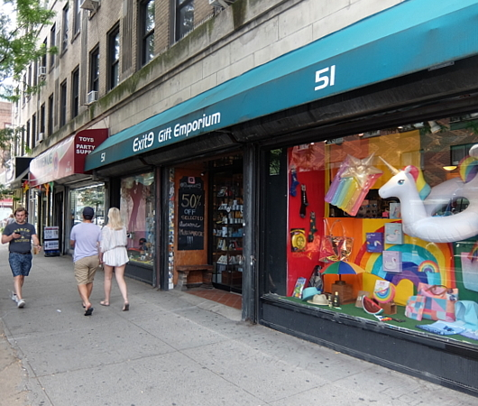 NYの雑貨屋さん(Exit 9)でこんなフレディ・マーキュリーさんのペーパー・クラフト発見_b0007805_09181213.jpg