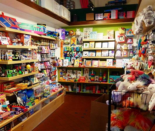 NYの雑貨屋さん(Exit 9)でこんなフレディ・マーキュリーさんのペーパー・クラフト発見_b0007805_09185657.jpg