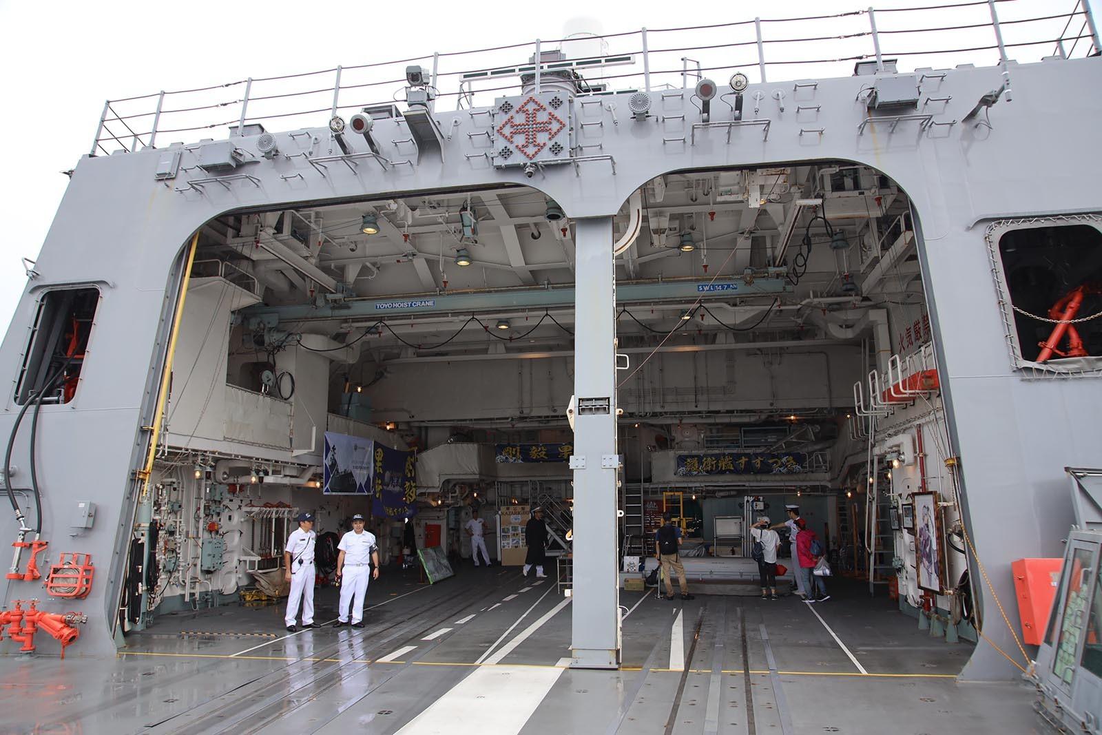 JMSDF DDH-184「かが」 in 小樽港 02_b0315809_21201188.jpg