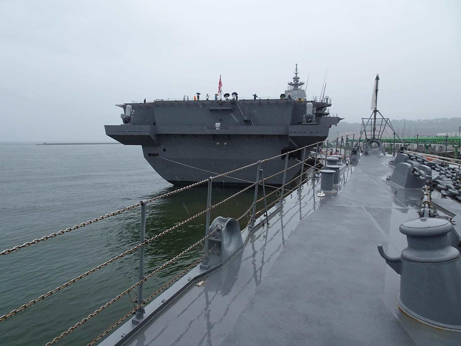 JMSDF DDH-184「かが」 in 小樽港 02_b0315809_21212380.jpg