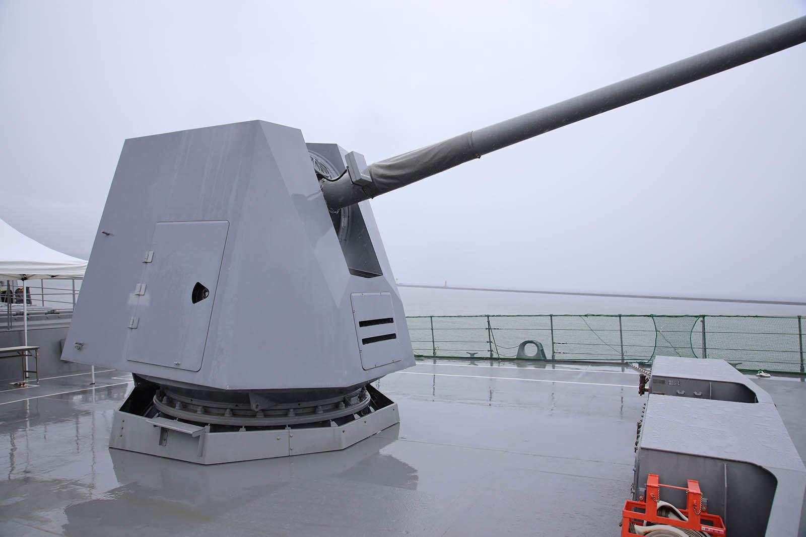 JMSDF DDH-184「かが」 in 小樽港 02_b0315809_21213969.jpg