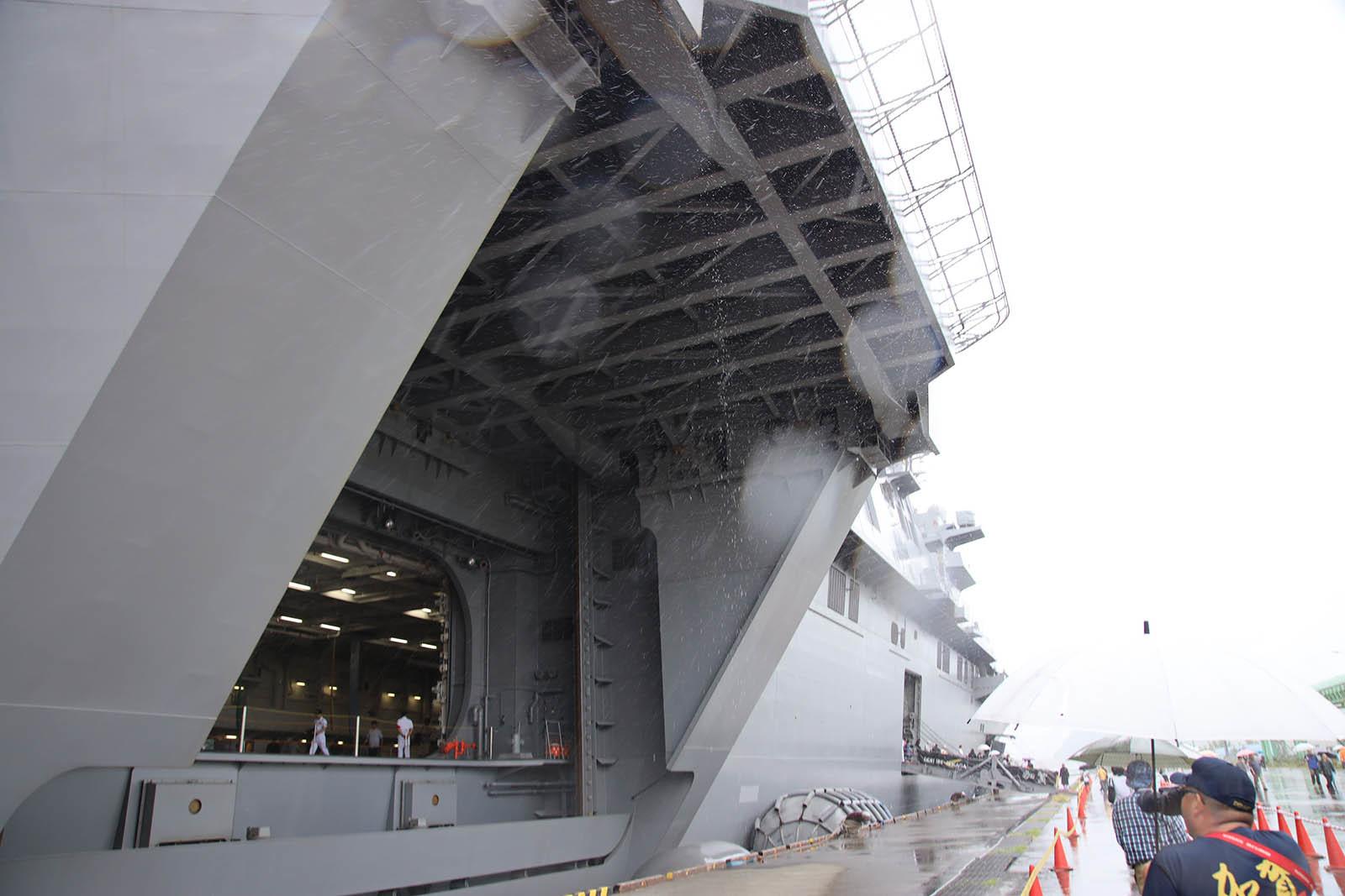JMSDF DDH-184「かが」 in 小樽港 02_b0315809_21221651.jpg