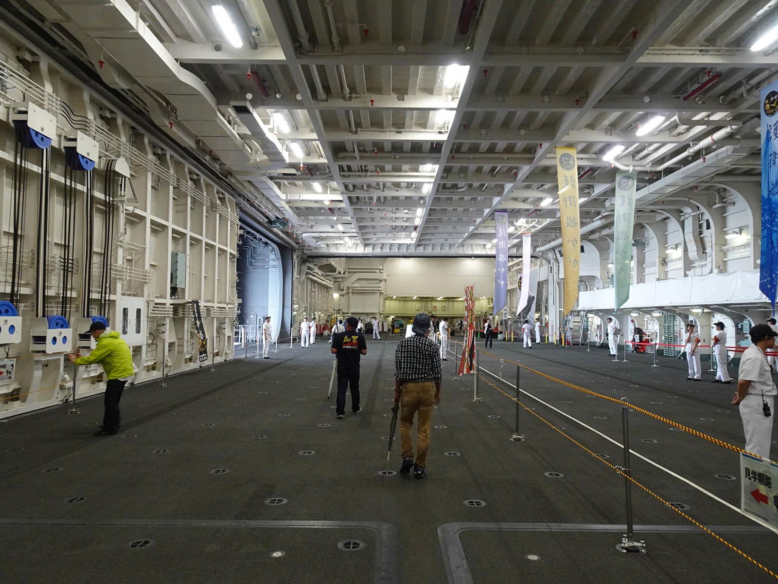 JMSDF DDH-184「かが」 in 小樽港 02_b0315809_21230025.jpg
