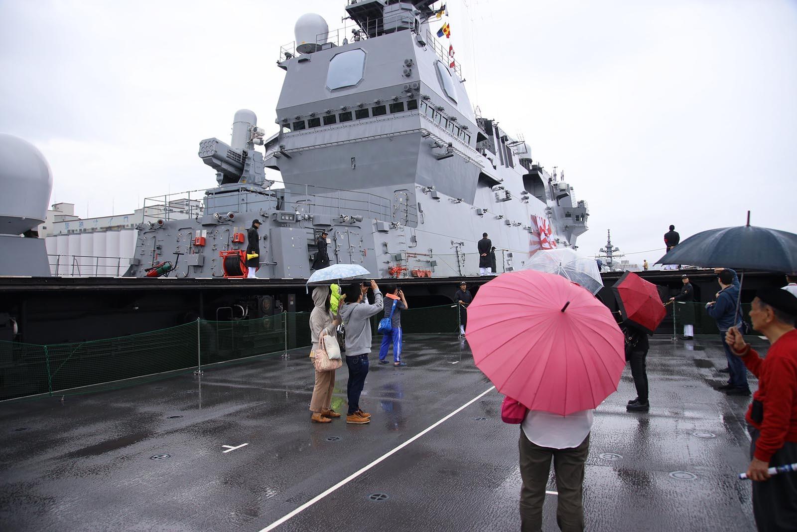 JMSDF DDH-184「かが」 in 小樽港 02_b0315809_21244572.jpg