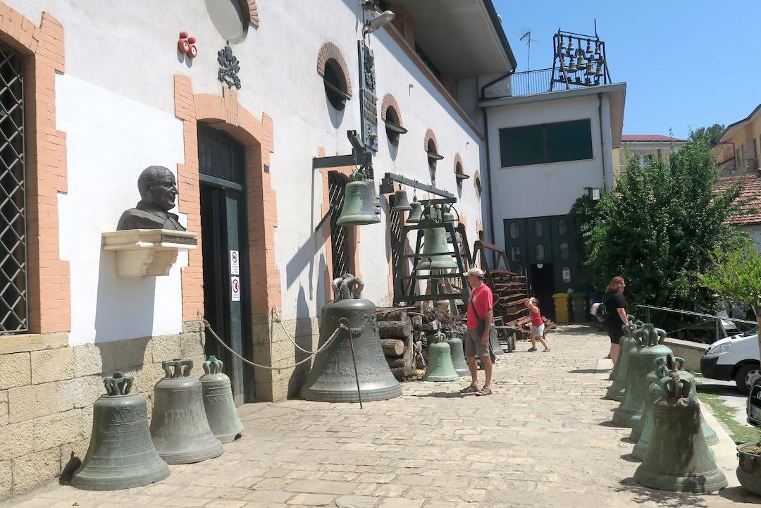 歴史千年の鐘鋳造工房は教皇御用達、アンニョーネ 鐘の歴史博物館_f0234936_15545526.jpg