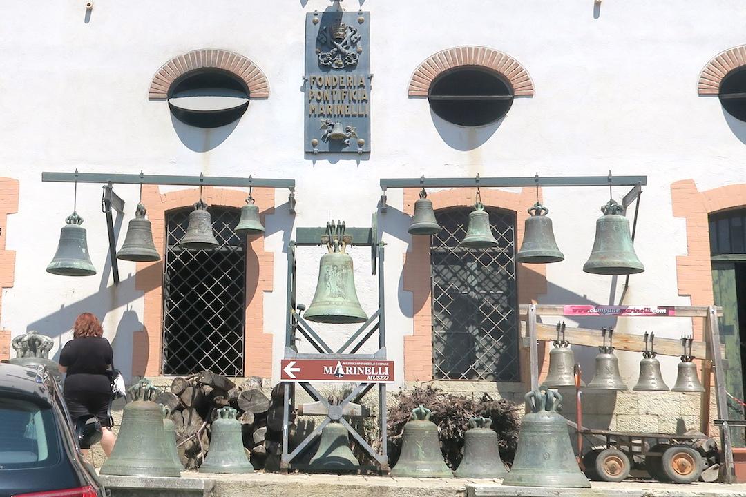 歴史千年の鐘鋳造工房は教皇御用達、アンニョーネ 鐘の歴史博物館_f0234936_6252865.jpg