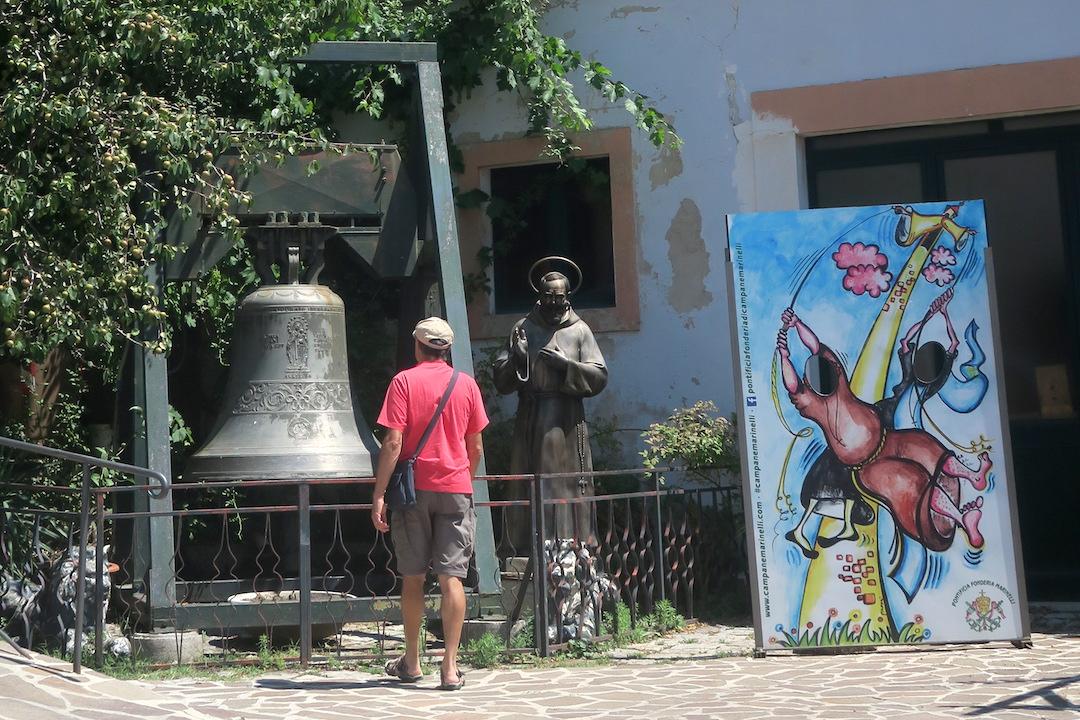 歴史千年の鐘鋳造工房は教皇御用達、アンニョーネ 鐘の歴史博物館_f0234936_648134.jpg