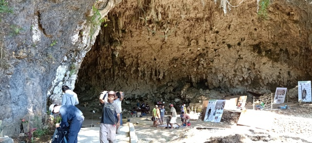 フロレス島の旅(リアンブア洞窟)_d0083068_08064234.jpg