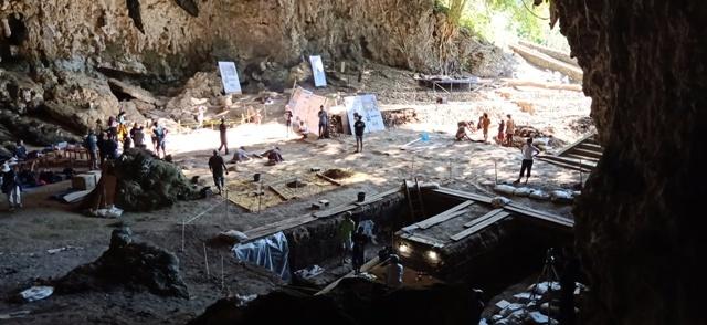 フロレス島の旅(リアンブア洞窟)_d0083068_08221025.jpg