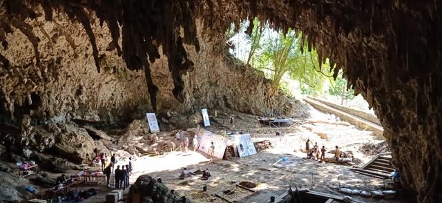 フロレス島の旅(リアンブア洞窟)_d0083068_08233422.jpg