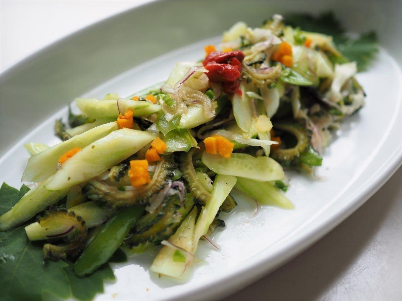 八種野菜のサラダ 特製ハーブドレッシングで_e0148373_18232391.jpg
