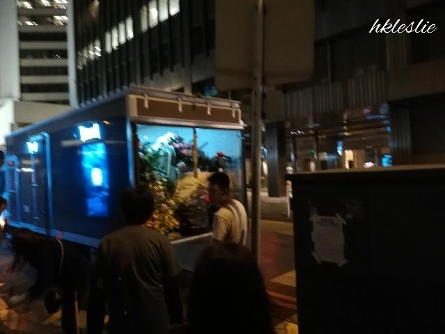 お花の片付け@香港文華東方酒店_b0248150_06532675.jpg