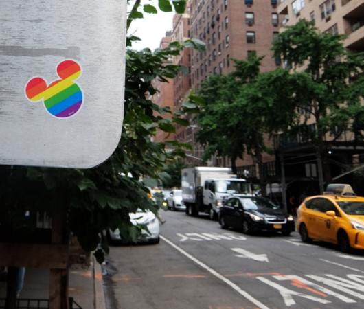 今なら、ニューヨークの街角で「隠れミッキー」探しできます_b0007805_21132300.jpg