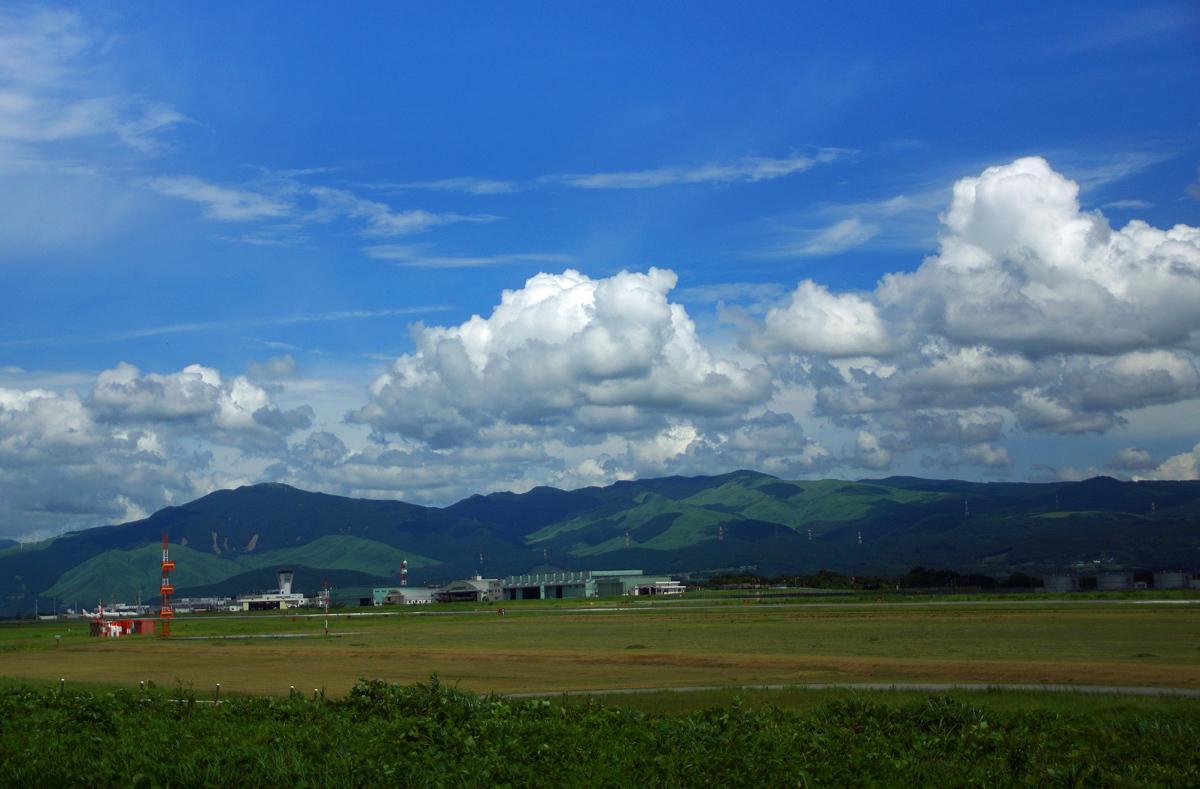 昨日の阿蘇熊本飛行場。_b0044115_07534974.jpg