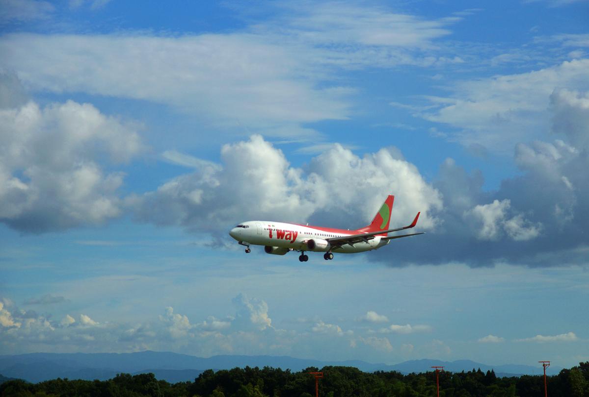 昨日の阿蘇熊本飛行場。_b0044115_07543379.jpg