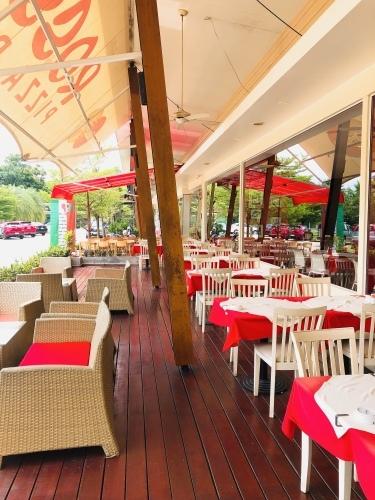 チャロン港から5分 お洒落レストラン_f0144385_21493773.jpeg