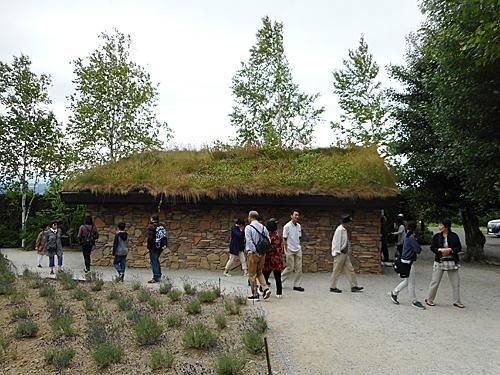 草屋根の建築_e0066586_07280511.jpg