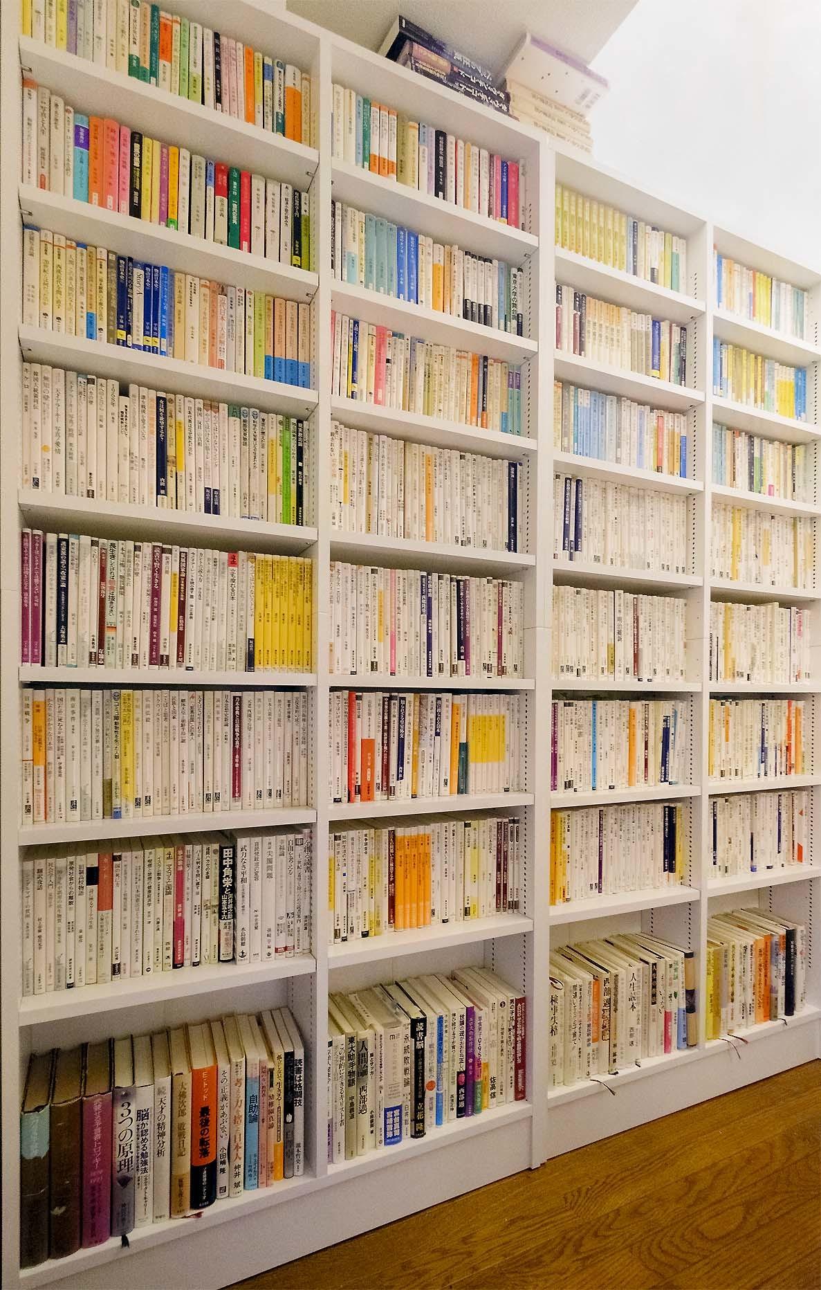 書棚が届いた_e0367501_09153974.jpg