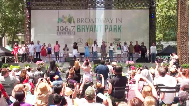 ブロードウェイ・ミュージカルを野外ステージで無料で見れるイベント、Broadway in Bryant Park動画_b0007805_11040738.jpg