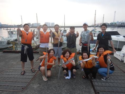 今日は遊漁船の船長さん。 タチウオ9人で60匹。_f0175450_723395.jpg