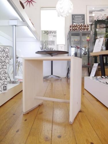 マックス・ビル...バウハウスの概念を象徴するウルムスツール展示開始!_b0125570_10572460.jpg