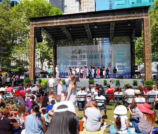 ブロードウェイ・ミュージカルのリハーサル風景も無料で見れちゃう、Broadway in Bryant Park動画_b0007805_20144743.jpg