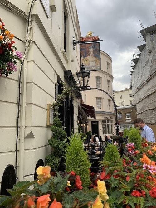 ロンドン老舗の醸造所がパブを経営 フラーズ_f0380234_02472585.jpg