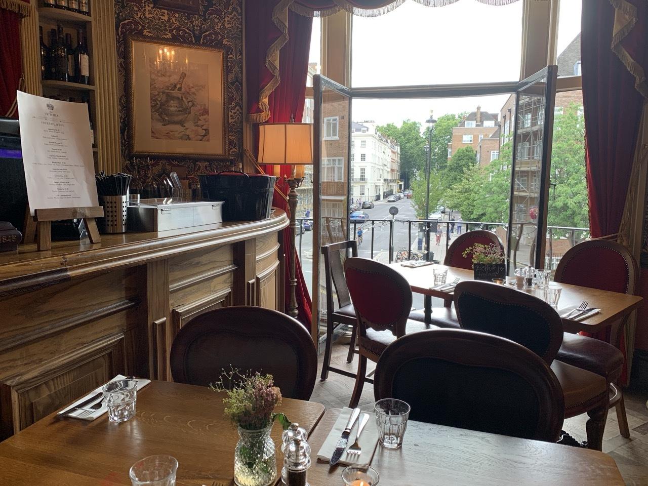 ロンドン老舗の醸造所がパブを経営 フラーズ_f0380234_02473677.jpg