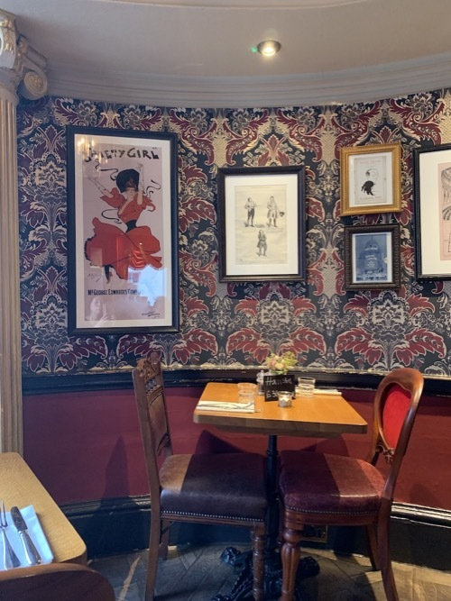 ロンドン老舗の醸造所がパブを経営 フラーズ_f0380234_02474526.jpg