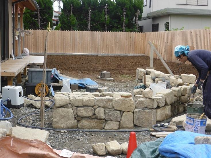 石と雑木の庭、ただ今施工中です。_e0356655_17571380.jpg