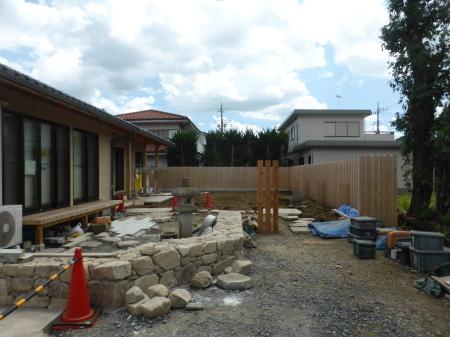 石と雑木の庭、ただ今施工中です。_e0356655_17582143.jpg