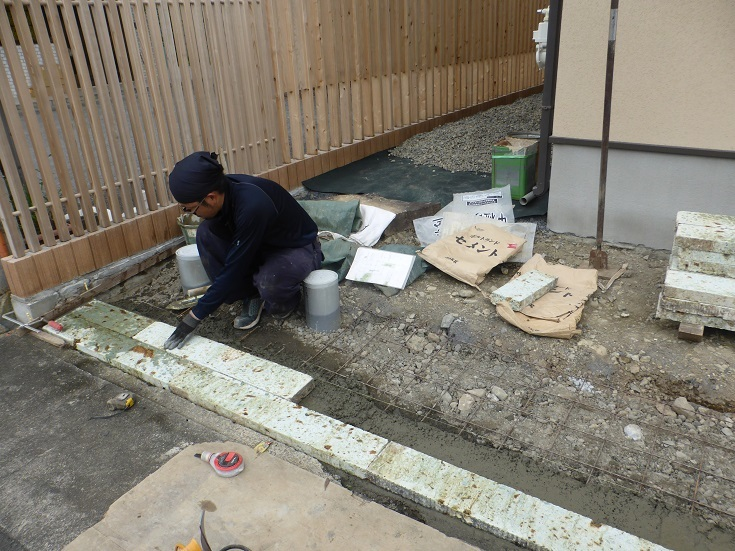 石と雑木の庭、ただ今施工中です。_e0356655_17583575.jpg
