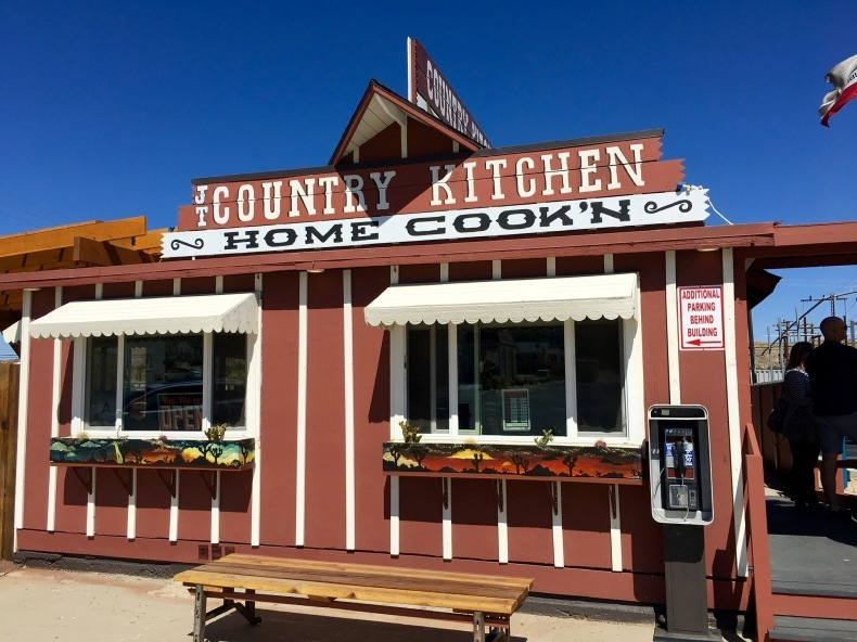 Country Kitchenでハッピーランチ Joshua Tree いわおの日々