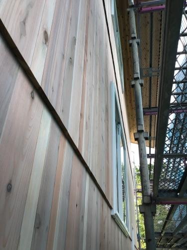 杉板、縦貼り、重ね貼り、ちょっと変わっってる板壁_a0240971_04495509.jpeg