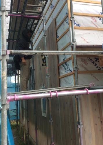 杉板、縦貼り、重ね貼り、ちょっと変わっってる板壁_a0240971_05142080.jpeg