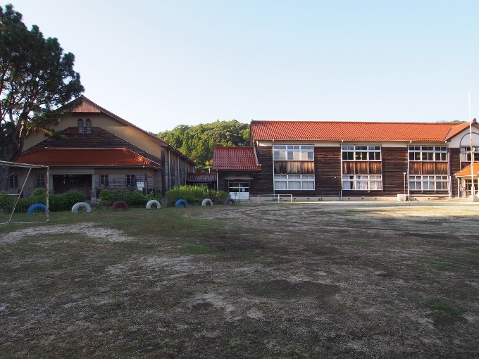 旧跡市小学校_f0116479_12230224.jpg